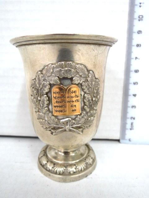 גביע קידוש, כסף 13 עם תבליטי זהב, לוחות הברית