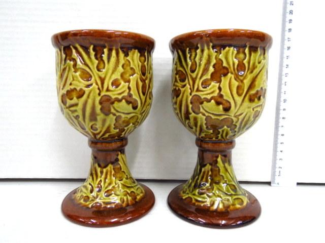 זוג גביעי אבנית עם דוגמת קוצים