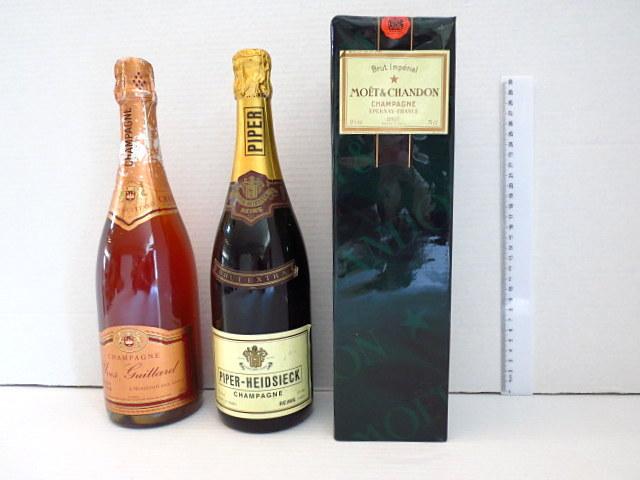 שלושה בקבוקי שמפניה צרפתית ישנים