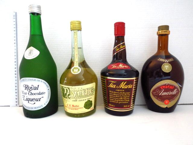 ארבעה בקבוקי ליקר: Mynthe Royal Mint Choco, Tia Maria, Toschi Amareto ישנים
