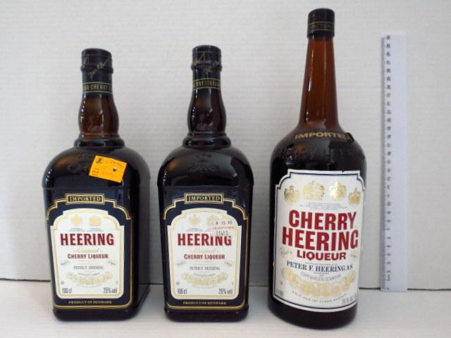 שלושה בקבוקי Cherry Hering ישנים