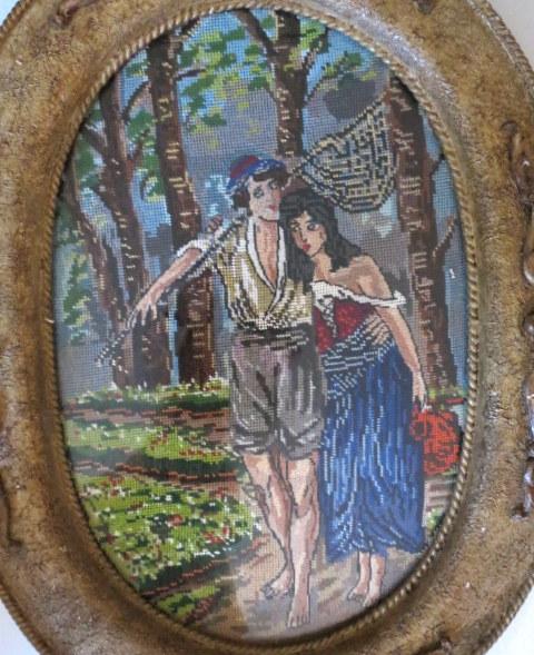גובלן במסגרת אובלית, מראה זוג אוהבים