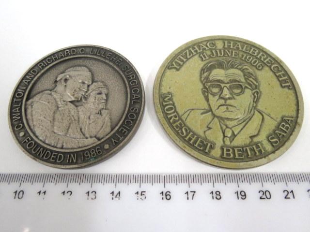 שתי מדליות זכרון למוסדות רפואיים