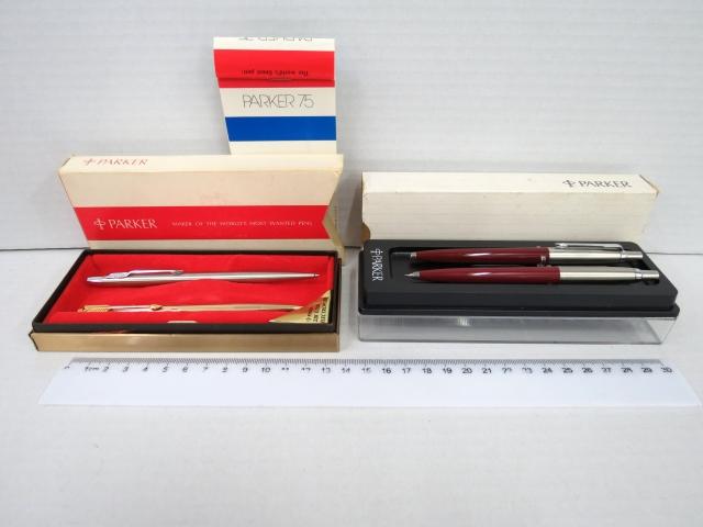 ארבעה עטים כדוריים תוצ Parker: דגם 75 ציפוי זהב, גוף פלדה אל חלד, ועט ועפרון פשוטים דגם Jotter
