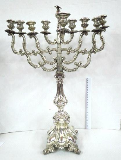 חנוכיה זקופה לנרות, כסף, צורת מנורה החלק העליון , וינה אוסטריה סוף המאה ה19 (כל החלקים חתומים), הבסיס, פמוט  חדש תואם