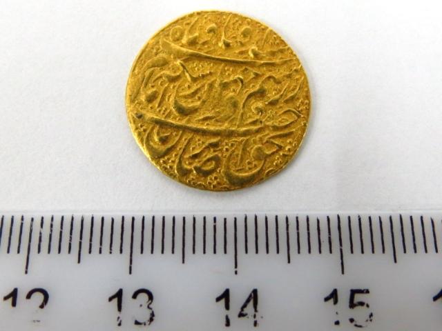 """מטבע זהב פרסי ע""""ס רבע מוהור המאה ה18 (type B)"""