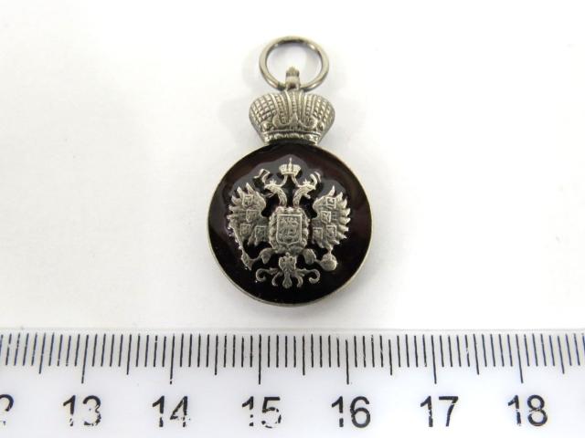 אות-מדליה, הוענק ליהודי י.ד. לבנשטיין,  ב-1911, עם סמל בית המלוכה הרוסי, כסף עם אמייל