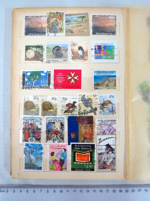 אלבום קטן עם כ-340 בולים ניו זילנד