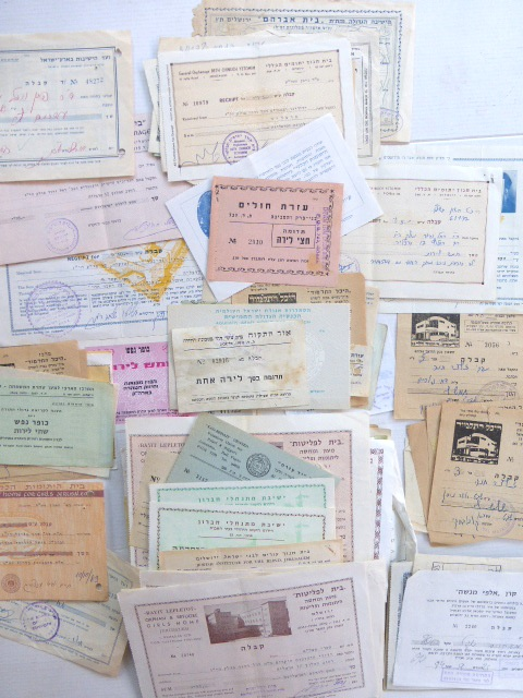 לוט של כ-200 קבלות תרומה של ישיבות שונות, שנות ה50-70