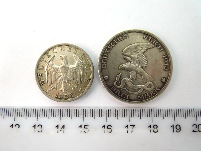 """שני מטבעות כסף, הרייך הגרמני ע""""ס שלושה מארק, 1913 (לזכר 1813),  ושני מארק, 1926"""