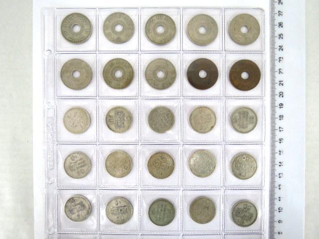 עשרים וחמישה מטבעות מנדט: עשרה מיל (שלושה מ-1927, שנים מ-1935, 1939, שנים מ-1943, שנים מ-1940), חמישים מיל (שלושה מ-1927, שנים עשר מ-1935)