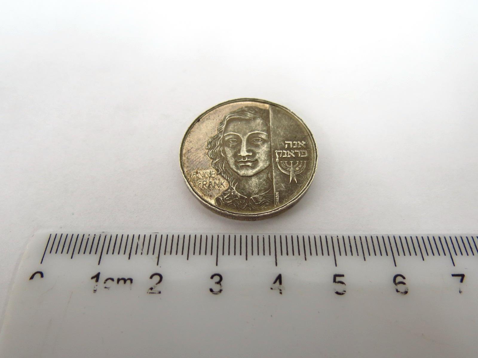 מדלית כסף 935, אנה פרנק 1933-1945