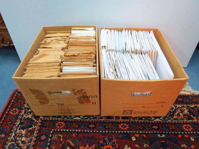 כמות גדולה של מעטפות סגורות שנשלחו מהשרות הבולאי, ישראל, עם בולים ומעטפות יום הופעת הבול, ישראל, שנות ה50 עד שנות ה90