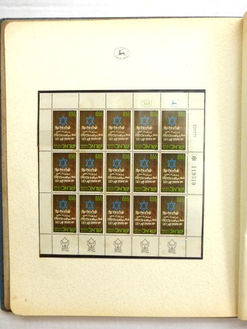 """גליון בולים ומעטפת יום ראשון """"שלח את עמי 7.3.72, עם הקדשה חתומה לאריה פינקוס מאת שמעון פרס, 9.3.72"""