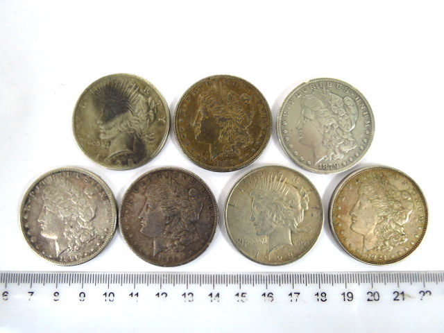 """שבעה מטבעות Silver Dollar ארה""""ב: חמישה Morgan, שני Liberty, ס""""ה 185 גרם"""