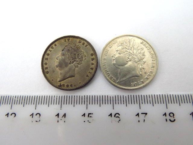 """שני מטבעות כסף אנגליים ע""""ס אחד שילינג המלך ג'ורג' הרביעי Georgius IV Dei Gratia Britanniari Rex, שנים: 1824, 1826, מצב XF"""