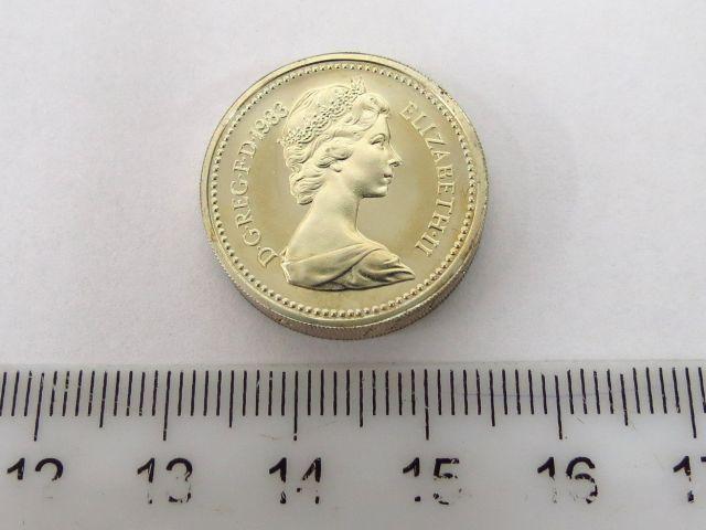 """מטבע כסף אנגלי ע""""ס פאונד אחד המלכה אליזבט השניה, 1983, (המטבע הראשון של פאונד מכסף שיצא בהטבעה מיוחדת עבור המלכה מסדרה זו), מצב UC"""