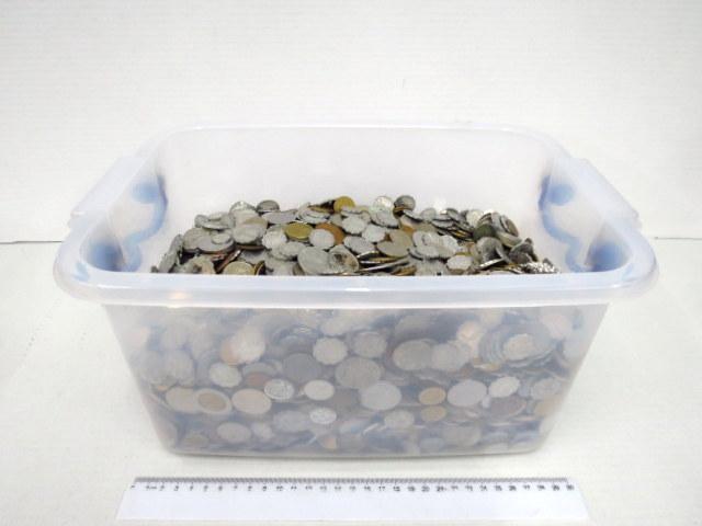 """לוט של כ-20 ק""""ג מטבעות ישראל וכל העולם"""