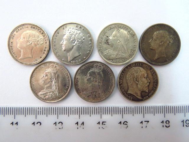 """שבעה מטבעות כסף אנגלים, ע""""ס ששה פנס חמישה של המלכה ויקטוריה, שנים: 1871, 1885, 1887, 1888, 1901, אחד של המלך ג'ורג' הרביעי, 1828, אחד של אדוארד השביעי, 1906, מצבים XF-AU"""