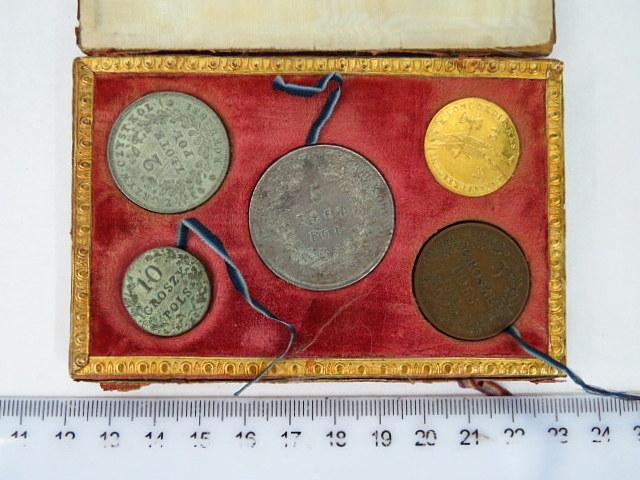 סט מטבעות המהפכה בפולין 1831 הוטבעו בזמן הקצר של נסיון פולין להשתחרר משלטון רוסיה הצארית (נדיר)