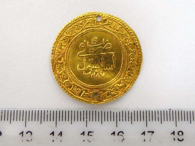 """מטבע זהב עותמאני ע""""ס 1.5 אלטין 1.5 Altin מנוקב, 1187 (1773)"""