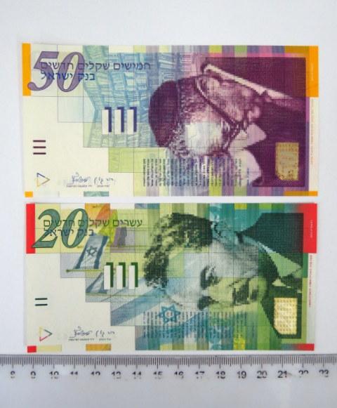 """שני שטרות, בנק ישראל 2001 ע""""ס 20, 50 שקל חדש, עם טעות בהדפסת הזהב של ערכי  השטרות"""