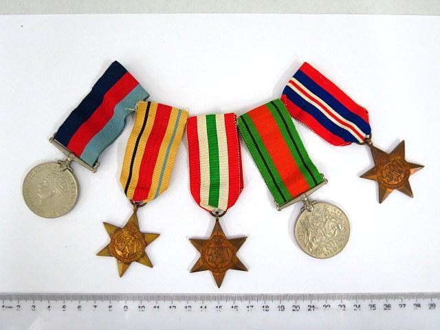 חמישה אותות צבא, בריטניה, מלחמת העולם השניה, כולל: Star of Africa, Star of Italy, Star 1939-1945, Defence Medal. War Medal 1939-1945