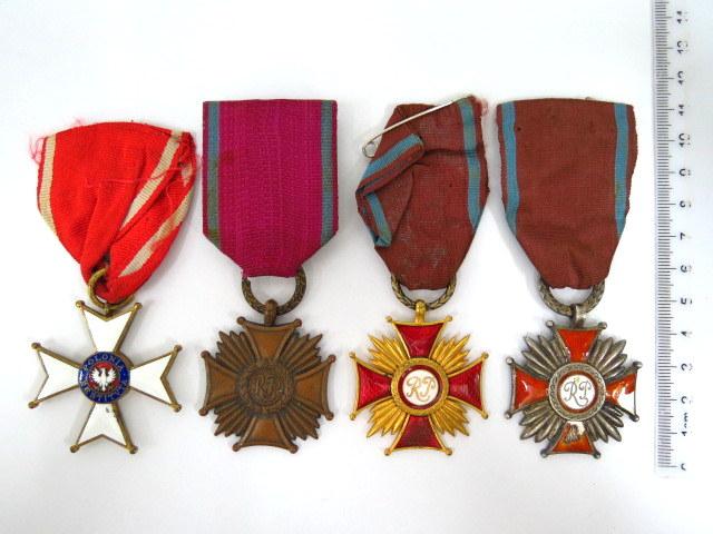 ארבעה אותות צבא, פולין R.P שלושה שונים, ו- Polonia Restituta 1944