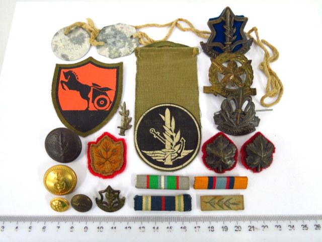 שמונה עשרה סיכות, סמלים וכפתורים של קצין ששירת ב-Royal Army Service Corps R.A.S.C יחידות שרות ארצישראליות