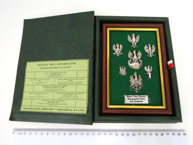 """לוט של סמלים """"נשרים פולנים היסטוריים"""" שבעה סמלים, הנשר הפולני, מ-1550-1918 Polish Historical Eagles"""