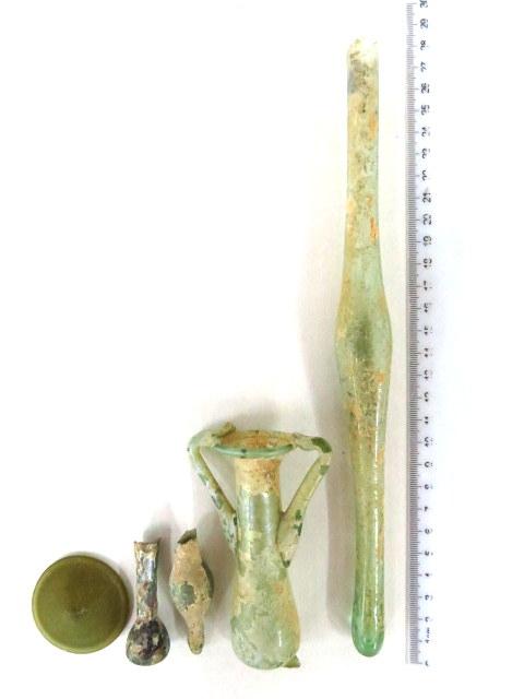 חמישה פריטי זכוכית רומיים המזרח התיכון, מאות ראשונה ושניה לספירה