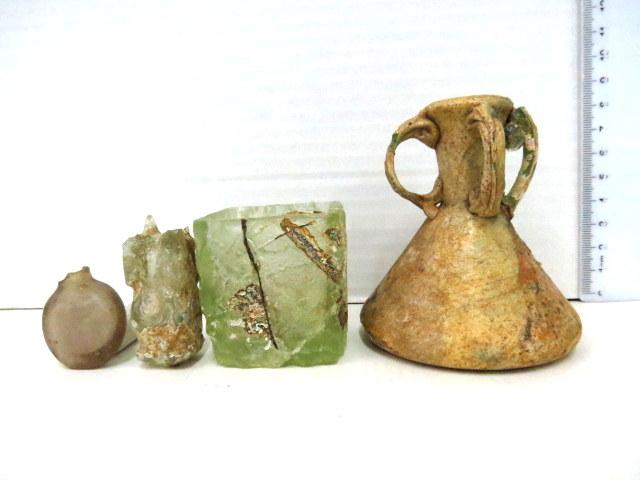 ארבעה פריטי זכוכית איסלמית המזרח התיכון, מאות 12-13 לספירה