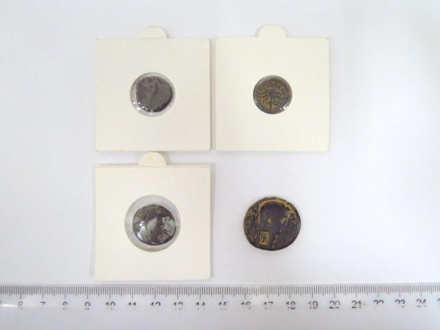 ארבע מטבעות ברונזה, ארץ ישראל רומים Sc, עם הטבעת משנה פניקי של העיר מטרופוליס, נבטי של המלך חרטט ה-4 (סוף המאה ה-1 לספירה), ופתלמי ה-II, שלטון מצרים