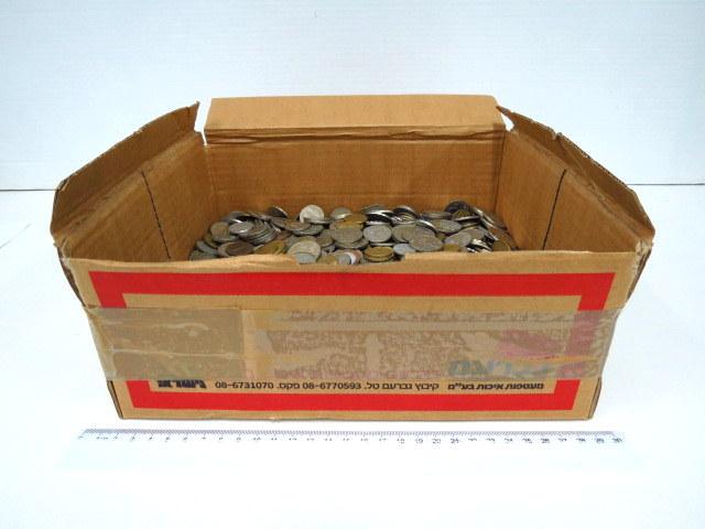 """קופסה עם מטבעות, ישראל, תקופות שונות ס""""ה כ 10 ק""""ג"""