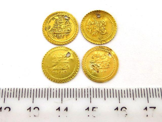 """ארבעה מטבעות זהב עותמאניים ע""""ס רבע Fyndyk Altin,שנת 1223 (1808), כ""""א 0.8 גרם"""