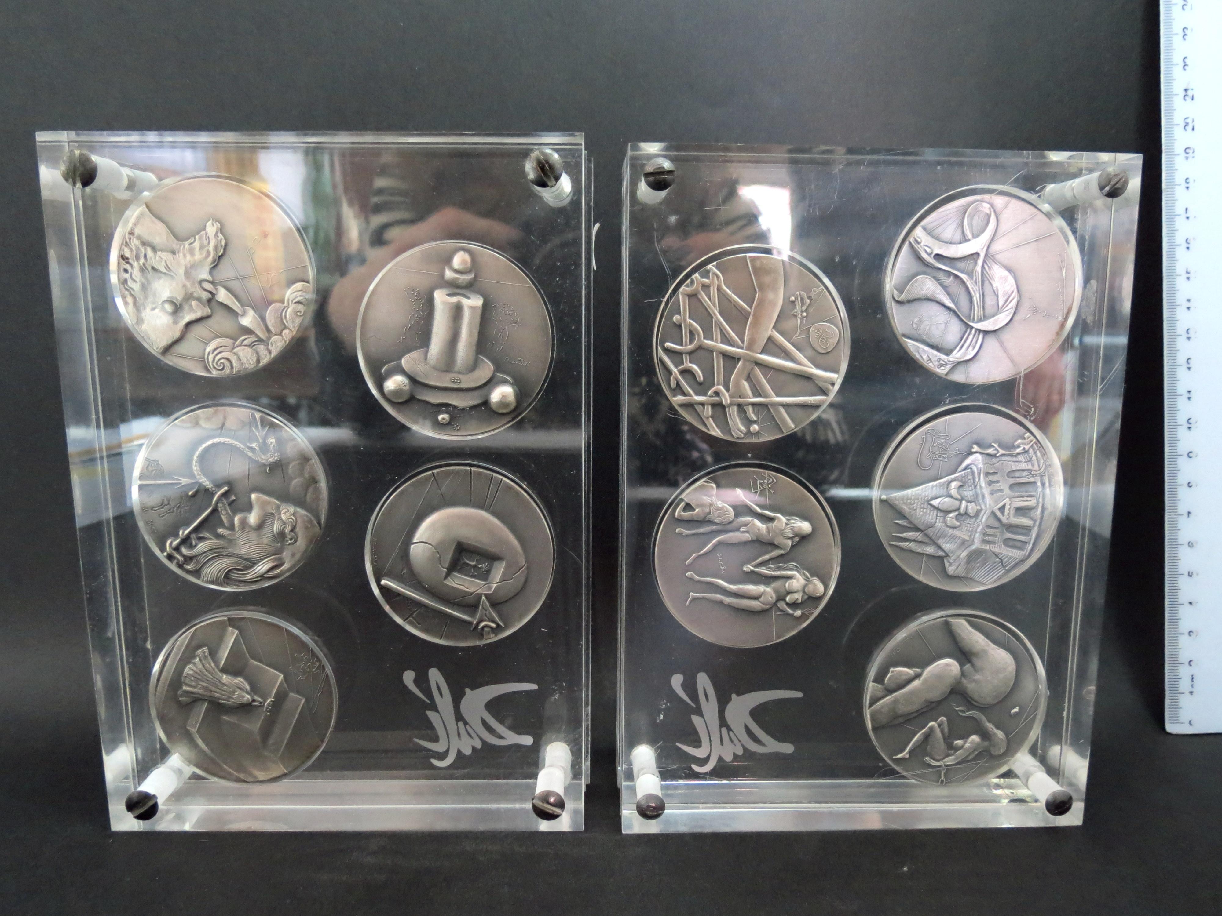 """10 פלקים-מדליות, כסף 999 """"עשרת הדיברות"""", בקופסאות פרספקס תואמות, כ""""א חתומה בחתימת האמן"""