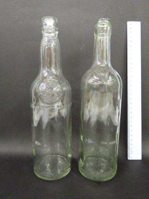 """שני בקבוקים, ארץ ישראל שנות ה40-50, של כרמל מזרחי, פרידמן תנובה, כ""""א עם תבליט כיתוב"""