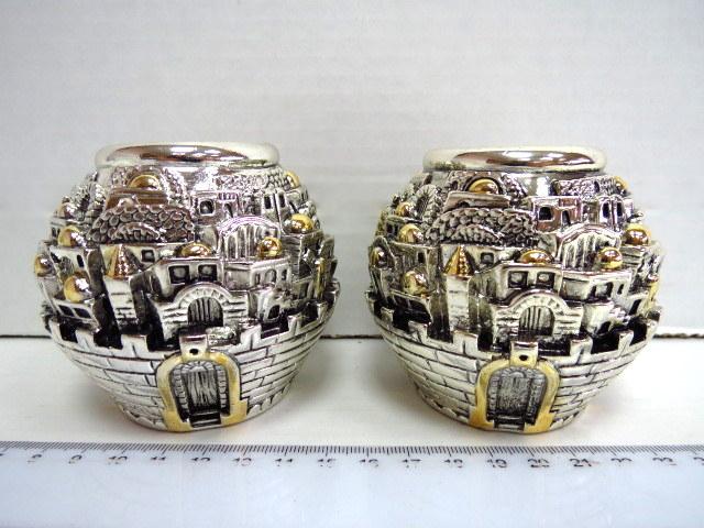 זוג פמוטי שבת צורת כדורים כסף -אלקטרופורמינג, עם תבליט מראה העיר העתיקה בירושלים,