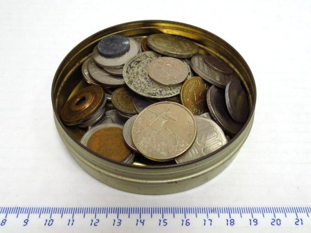 לוט קטן של מטבעות ואסימונים כל העולם