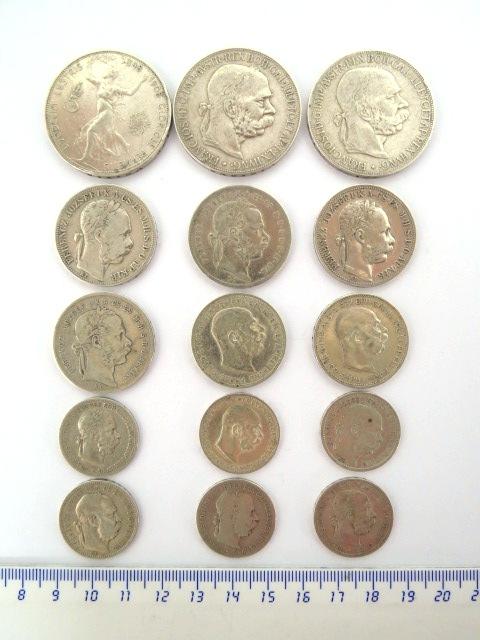 לוט מטבעות כסף הקיסרות האוסטרו-הונגרית 5 קרונות 1900 (2), 1908, 1 פלורין 1872 (2), 1883,1890, שני קרונות 1912 (2), 1 קרונה, 1893,1894,1898,1899,1901,1915