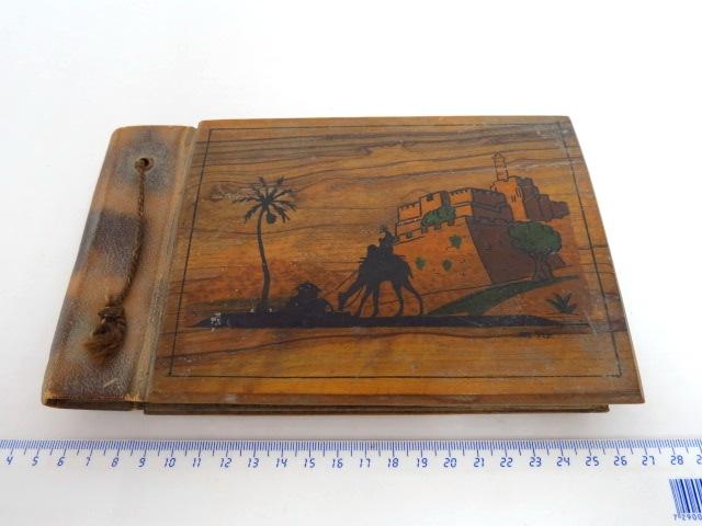 אלבום לתמונות, כריכת עץ זית בצלאל ירושלם, עם מראה מגדל דוד על הכריכה