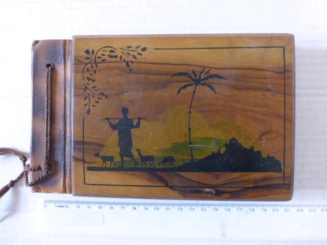 אלבום לתמונות, כריכת עץ זית עם ציור רועה עיזים, בצלאל, ירושלם