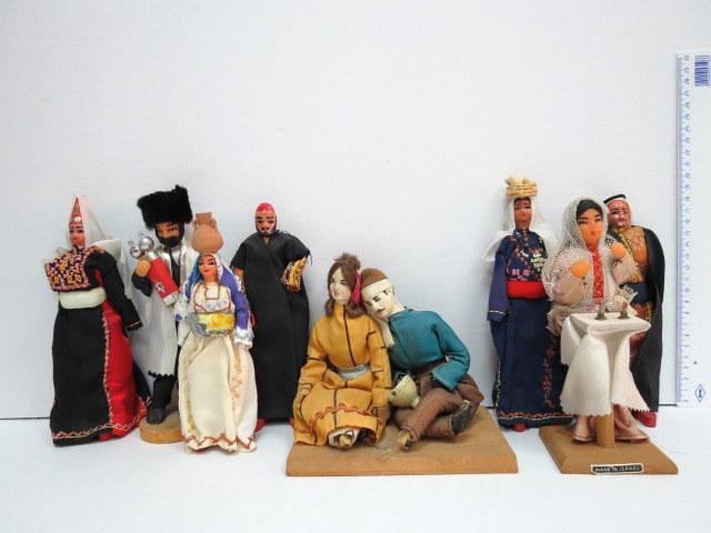 שמונה פיגורות בד וחוטי ברזל תוצ' פיזנטי ויצרנים אחרים, כולל: חסיד, הדלקת נרות שבת, ושבע דמויות ערבים ובדוים (פגמים)