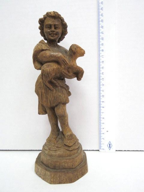 פיגורת עץ זית מגולף, ילד עם טלה