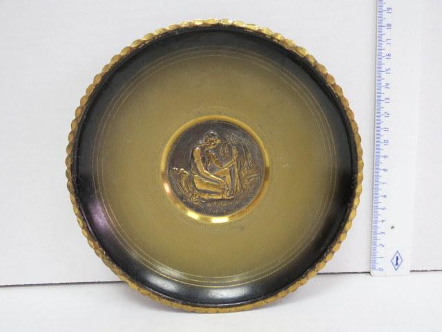 צלחת קישוט מנחושת רקועה צבועה, רות קוצרת, תוצ' פל-בל, שנות ה50
