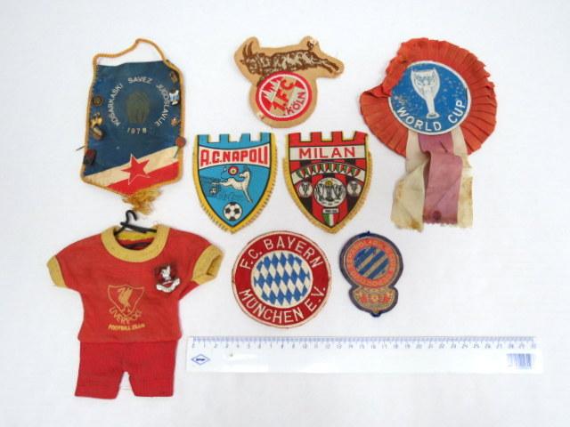 שבעה סמלי בד וכו', תחרויות כדורגל קבוצות שונות: F.C. Bayern-Muenchen, Liverpool F.C. ושלושה נוספים