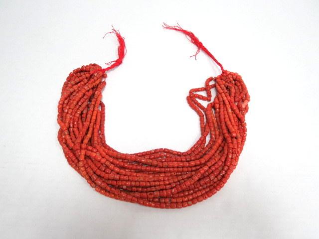 """צרור של חרוזי קורלים אדומים ים תיכוניים, ס""""ה 373 גרם , 17 שורות, אורך כל שורה 47.5 ס""""מ"""