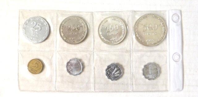 """שמונה מטבעות מדינת ישראל: 25 מיל אלומיניום תש""""ט, 250, 500 פרוטה כסף, תש""""ט, 250 פרוטה תש""""ט רגיל, 3 מטבעות אגורה הפוכה, 5 אגורות, תשכ""""ד"""