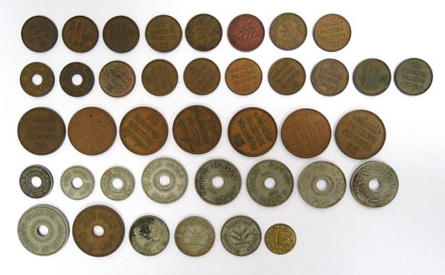 """לוט 38 מטבעות פלשתינה-א""""י, מנדט: 1 מיל (16) 2 מיל (7), 5 מיל (5), 10 מיל (5), 20 מיל (1935,1944), 50 מיל (1931, 1935, 1935) + אסימון """"כפר הישוב"""""""