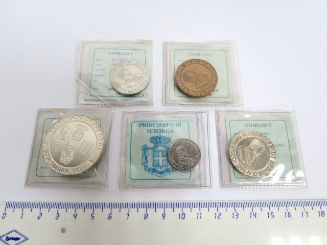 """איטליה על גבול צרפת, סדרת מטבעות רפליקות של מטבעות מ-1666, ע""""ס: 5 סנט, 15 סנט, 1 פאונד נחושת ושתי מטבעות כסף ע""""ס פאונד אחד, ו-7.5    פאונד"""
